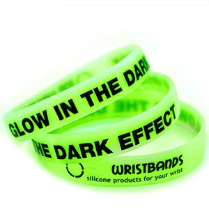 glow-in-the-dark-silicone-wristbands-17161